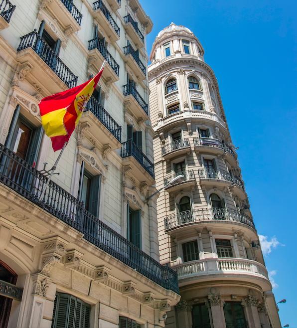 Consulado y Embajada de España en Londres: ¿Qué pueden y qué no pueden hacer?